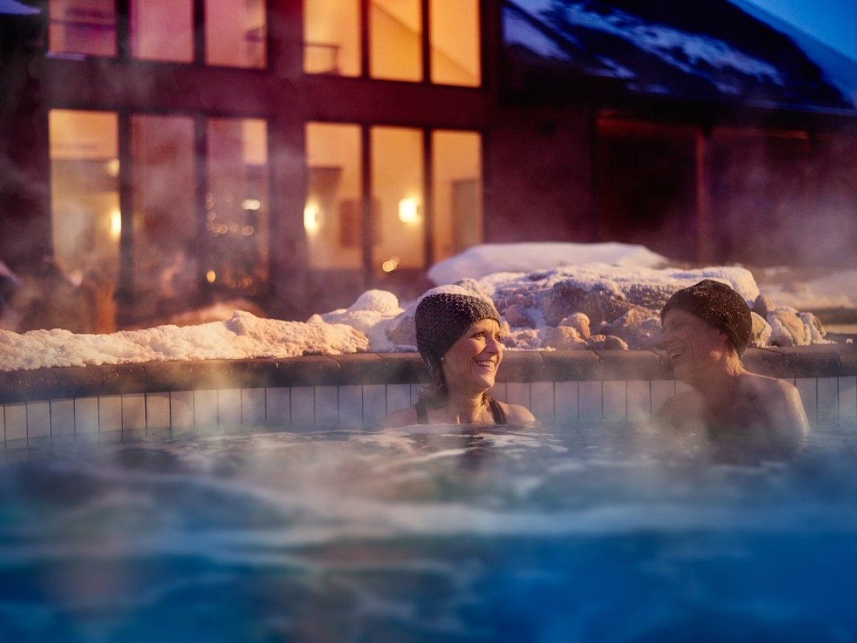 Four ways to hygge in Winnipeg - At Thermëa you can tub in your toque and dine in your robe (photo courtesy of Nordik/Photolux)