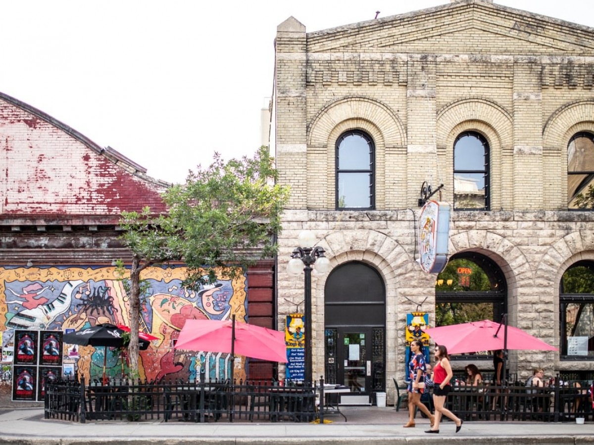 Patios are popping up in Winnipeg; here's where you can find them - The King's Head Pub patio from summer 2019 (photo by William Au)