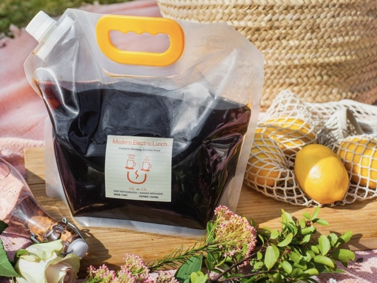 A picnic package guide for summer 2021 - Modern Electric Lunch's on-the-go cold brew bag is a staple picnic addition. Photo by Kiandra Jeffery