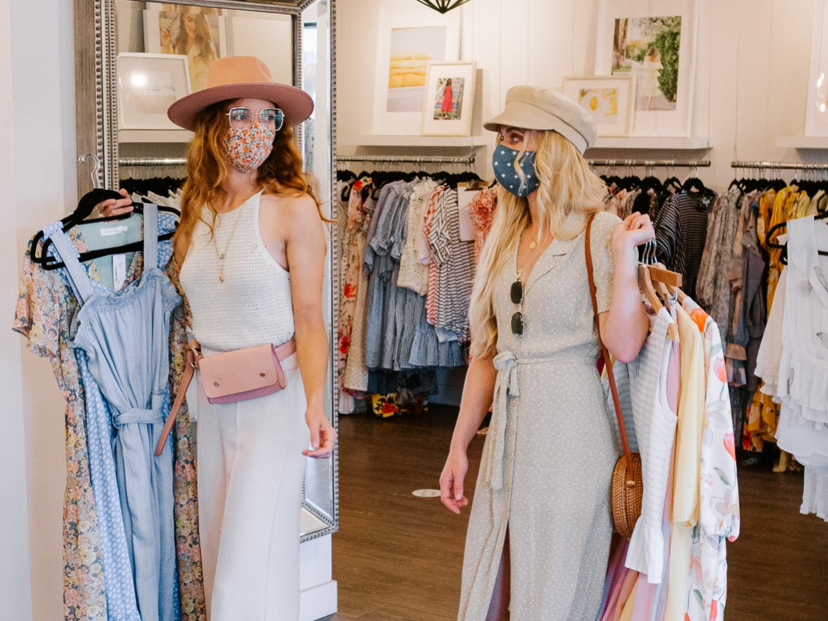 Local summer fashion for your next Winnipeg shopping spree - Shop Mad About Style boutique on Academy Rd. (photo: @thetulepps)