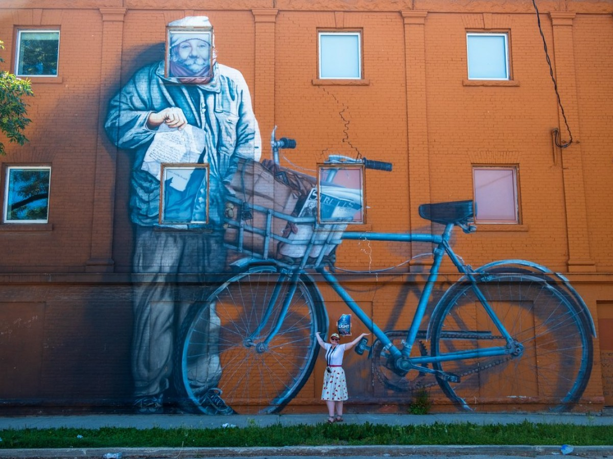West End Biz is back with a new food tour  - A West End Biz guide in front of the Zoohky Mural (Jay Pee Licudan)