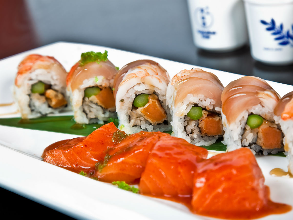 Blüfish Sushi: A test in sharing your food - This luscious salmon in the front of the picture was one of the most satisfying bites I've ever had.