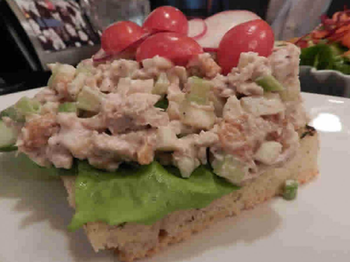 Resto Gare: French Fantastique - Chicken salad, so creamy and crunchy, wonderful display of a textural dynamo.