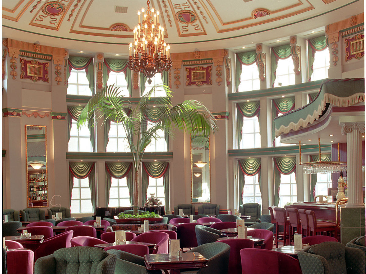Cocktail Culture: the Palm Lounge - The ballroom shaped hall of the Palm lounge