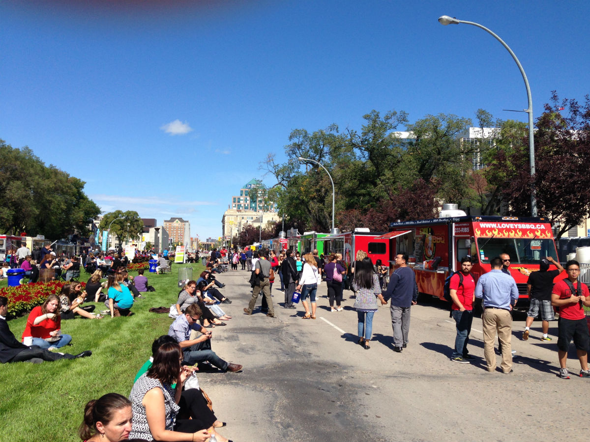 Manyfest 2014: Food Truck Wars - Bountiful activity as people food it out all the way down the golden road