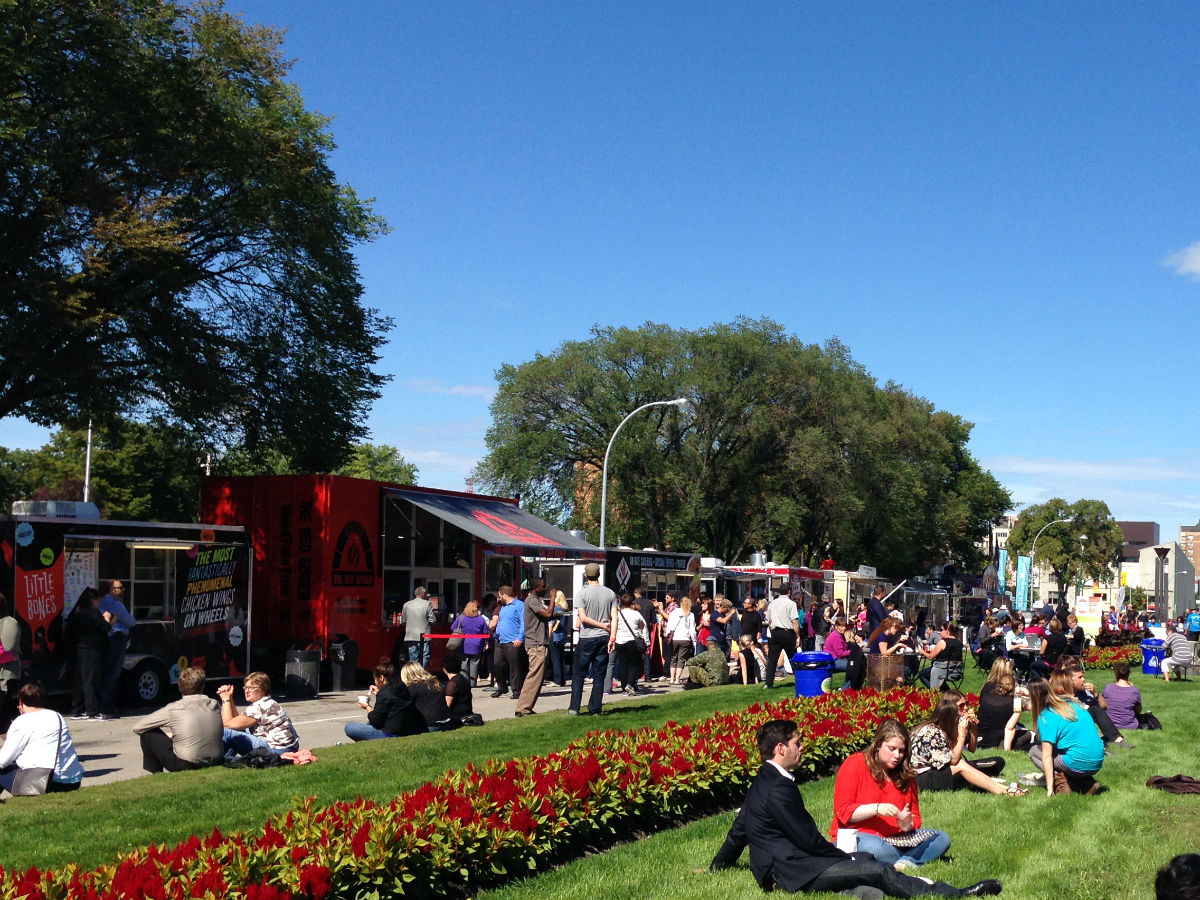 2017 Winnipeg Food Truck Guide -