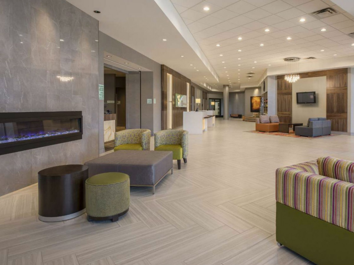 Holiday Inn Winnipeg South is your affordable stylish hub to some of the best of the city - The new lobby at the Holiday Inn Winnipeg South