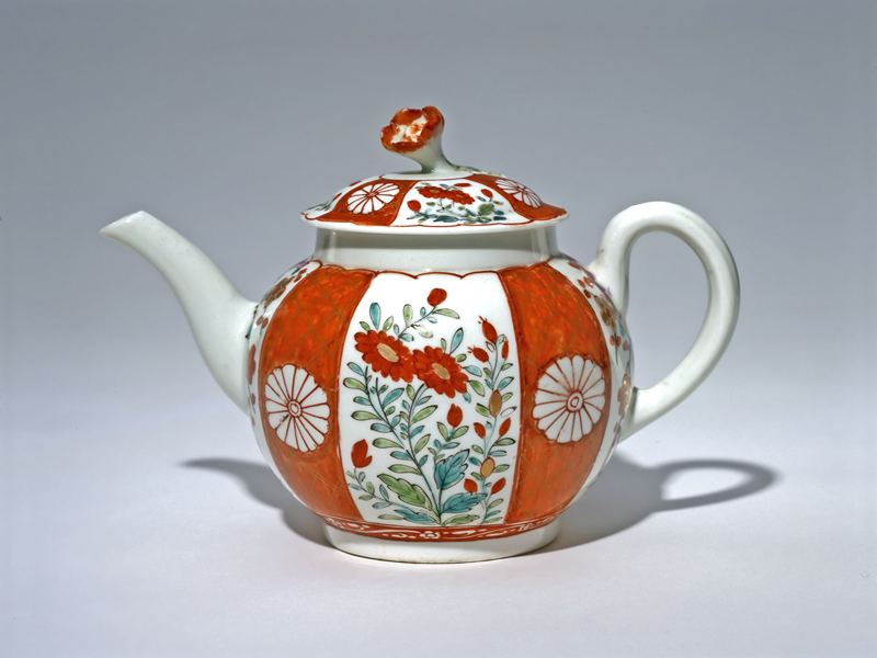 Worcester (English, 18th century). Teapot, c. 1765–1770. soft-paste porcelain, 14.1 x 11.5 x 19.1 cm. Collection of the Winnipeg Art Gallery; Gift of Miss Frances Mills and on behalf of her sisters the late Miss Evelyn and Miss Mildred Mills, G-90-42 ab.